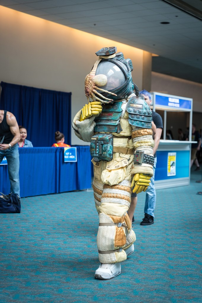 amazing-alien-space-suit-cosplay-by-adam-savage