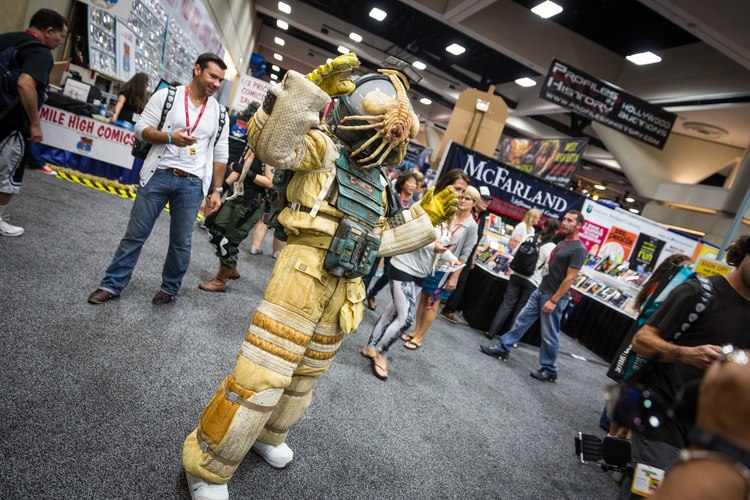 amazing-alien-space-suit-cosplay-by-adam-savage1