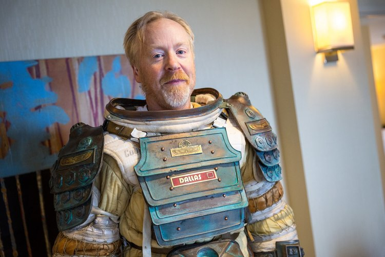amazing-alien-space-suit-cosplay-by-adam-savage5